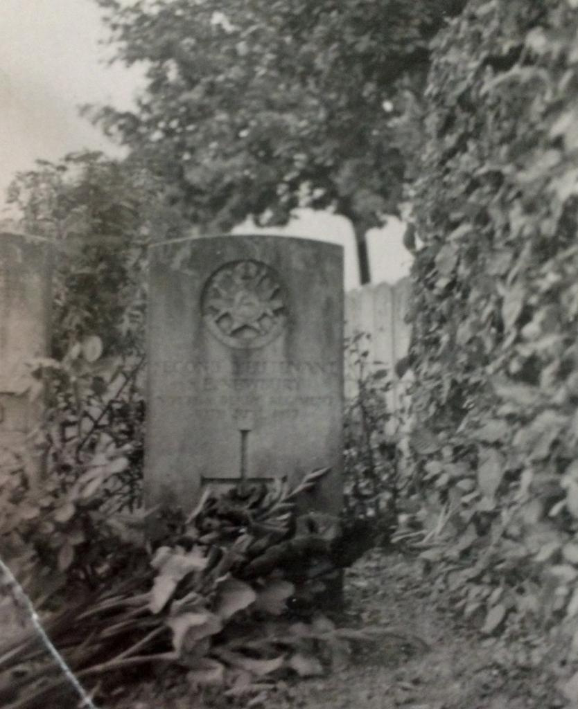 Newbury grave E1