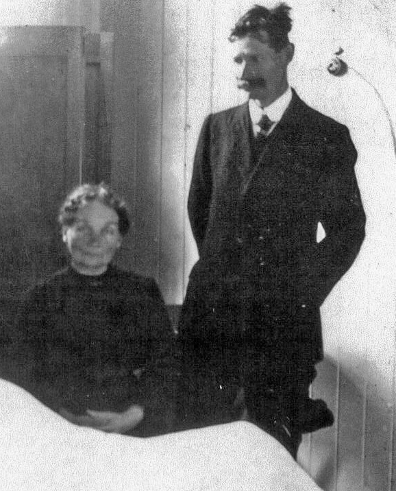 Frank Daniels in Hospital Le Treport with his parents at the bedside 2016_edited-1